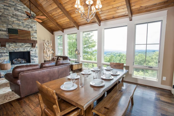3BR Chic Cottage @ Blue Ridge Mtn Club, Views, Outdoor Fireplace, Fitness Center
