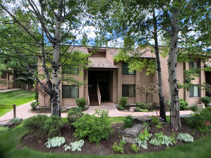 Beautiful 1 Bedroom Elkhorn Condo
