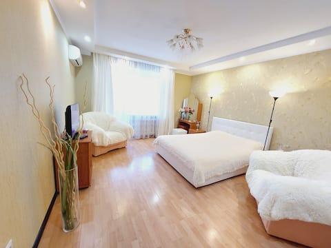 Beautiful apartment in the city center. Genkina 44.