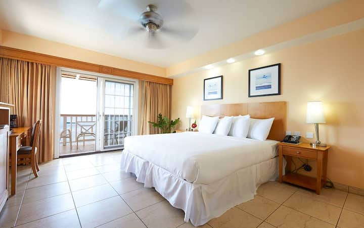 Fort Young Hotel - Oceanfront Room