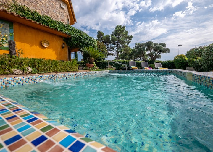 Villa Lady Ann Lux, large garden, barbecue and private pool