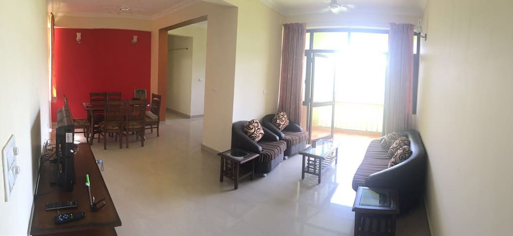 Manu's Luxurious 3BHK Apartment - Sancoale - Apartemen