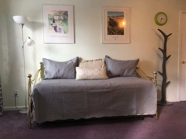 Cozy Corner Bedroom with Private Entrance - Grass Valley - Huis