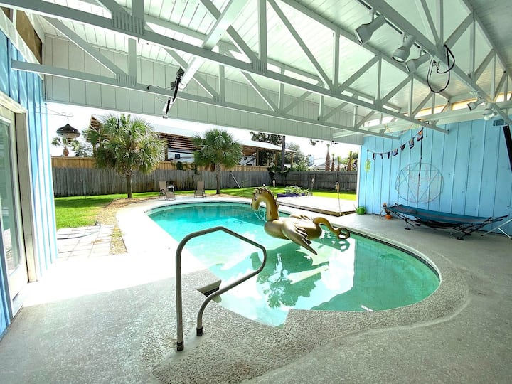 The Tiki Hut - Private Pool & a Game Room!