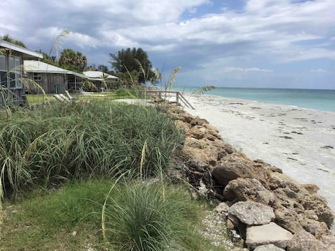 INCREDIBLE BEACH FRONT AND GULF FRONT COTTAGE!!