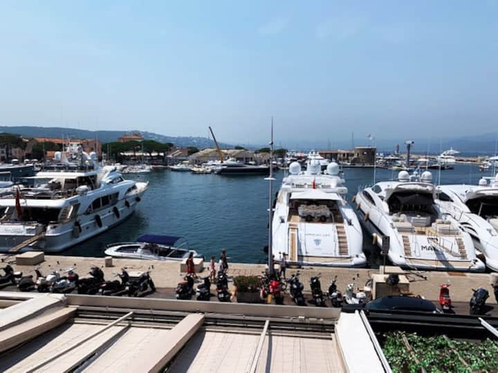 Large 110 m2 Remodeled 2 bedroom Port of St Tropez