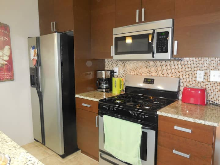Modern private 2 bedrooms apt minutes to NYC