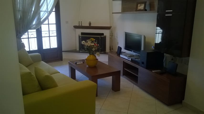 4 BEDROOMS 2 BATHROOMS LUXURIUS APARTMENT - Kalampaka - Appartement