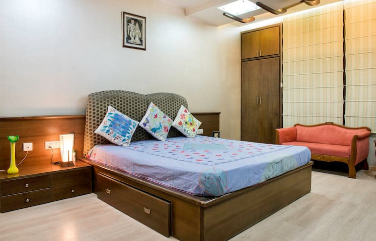 Univille: Grand Luxury in Central Jaipur
