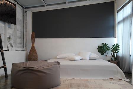 白色閣樓     您獨享33坪 LOFT 空間