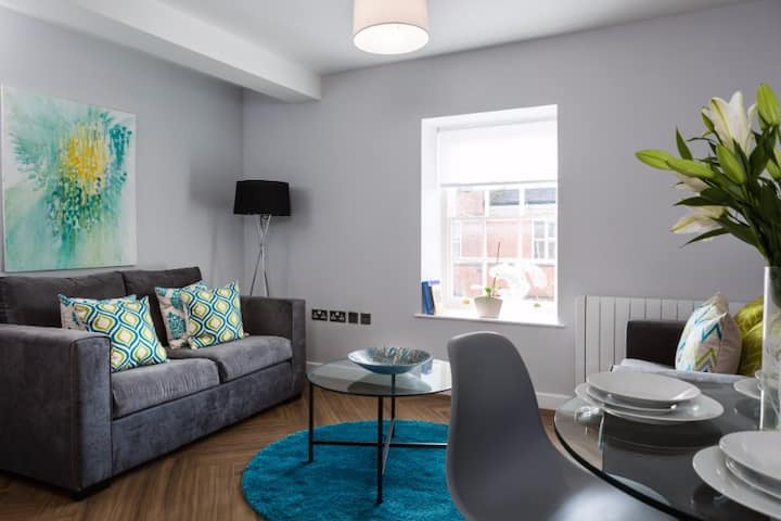 The Apartments, Flat 5