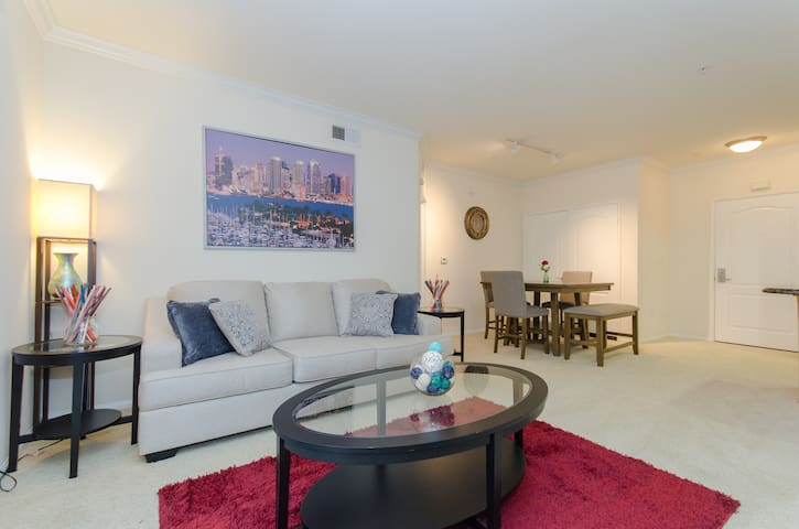 Designer 2 bedroom 2 bath in the heart of DTLA!!