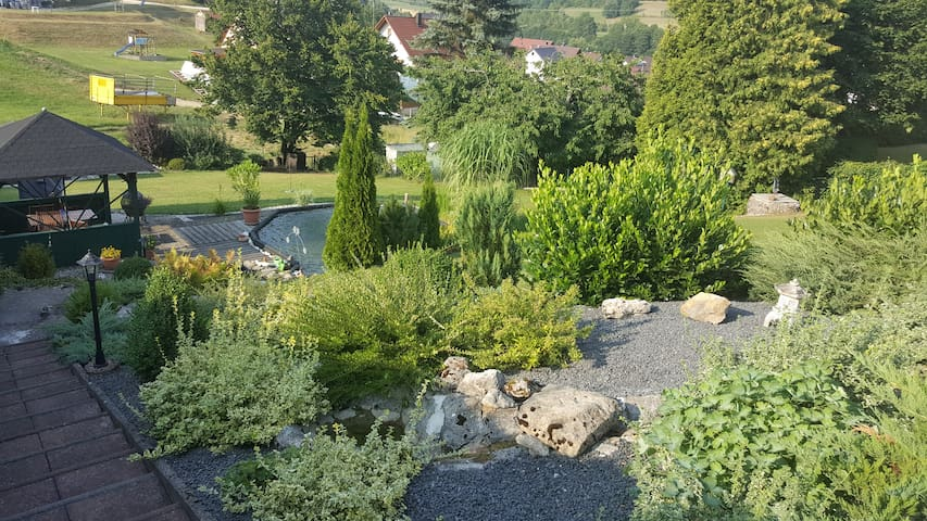 Gemütliche Ferienwohnung im Grünen - Kirchensittenbach - Apartemen
