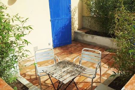 Studio moderne - Cour privative - Wifi fibre - Toulon - Byt