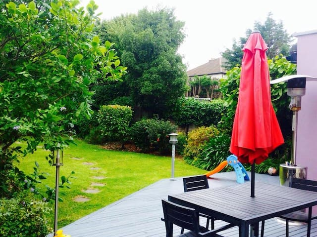 5 bed family-friendly home 20 mins from the city - Dublin - House