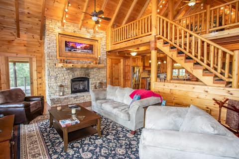 Luxury 5BR Lakefront Home, Dock, Hot Tub, King Suites, Foosball, Mountain Views