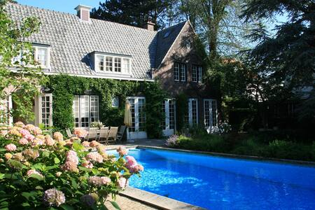 Scheveningen: villa with pool - Den Haag