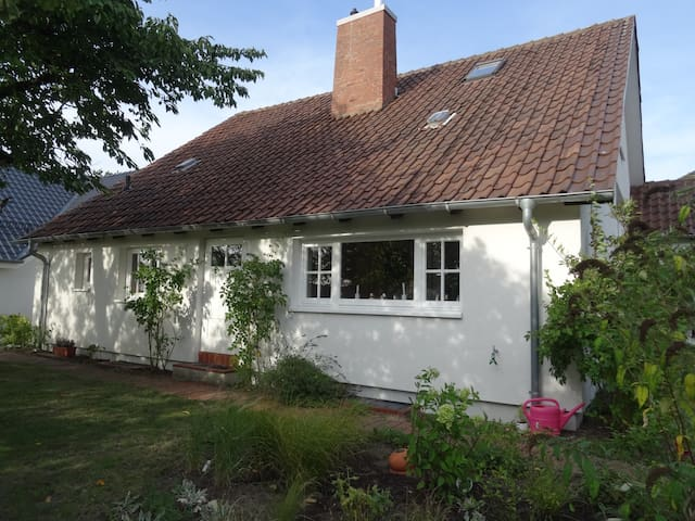 Ruhiges Sommerhaus über der Seenlandschaft Plöns