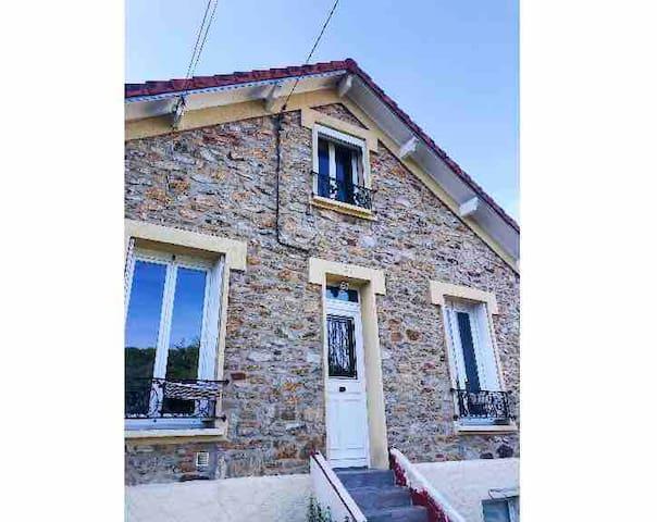 Maison meulière près Paris 4 personnes -2 chambres