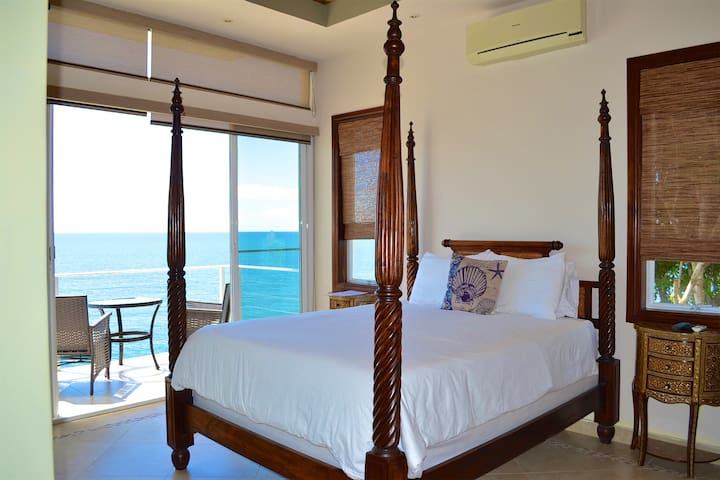 Beachfront Romance - The Pearl Suite