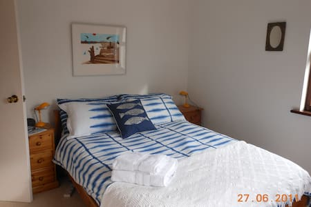 Suite of 3 rooms, Truro, Cornwall. - Truro
