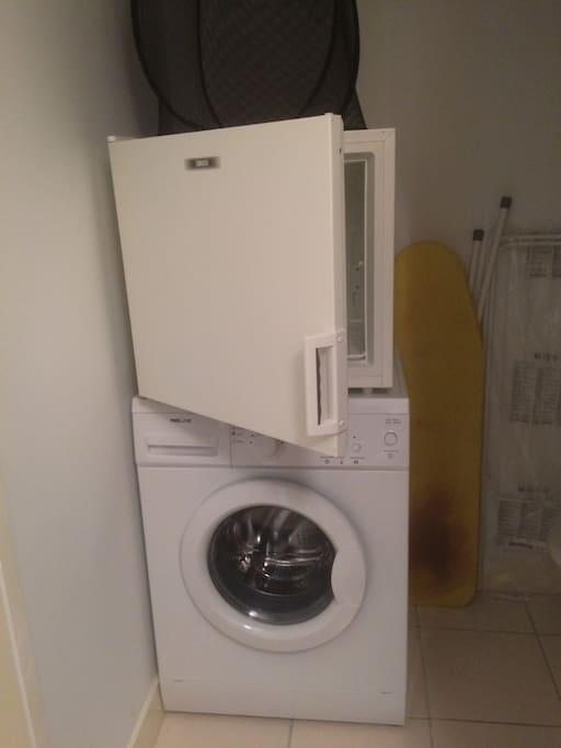 machine à laver et congélateur