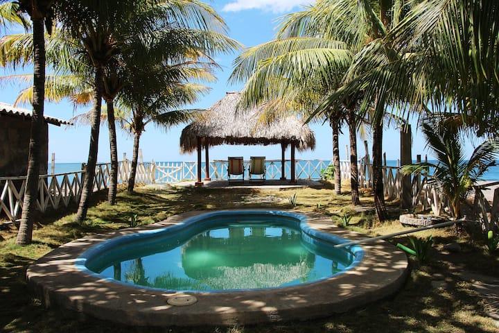 Casa Natalia, Beautiful Beachfront House