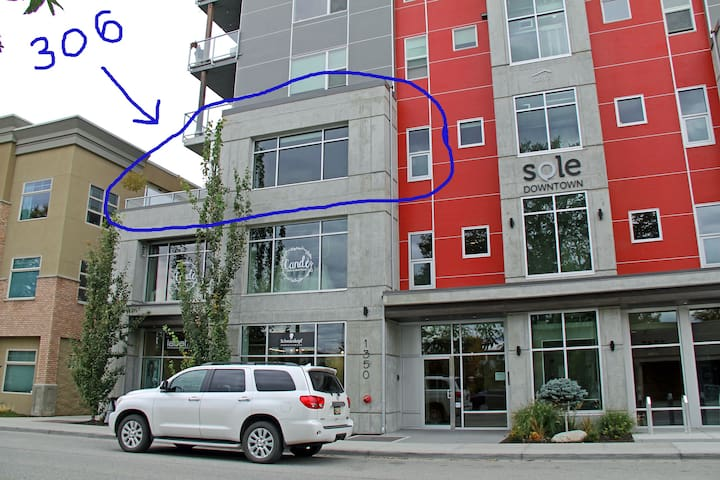 This is your suite circled in blue. Great corner unit looking down onto St Paul Street.