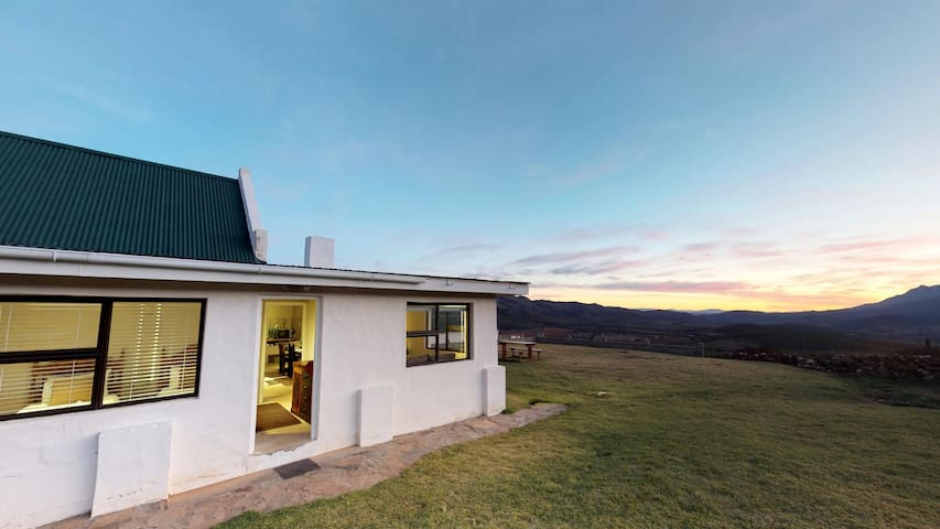 Swartberg Pass Cottages - Protea Cottage