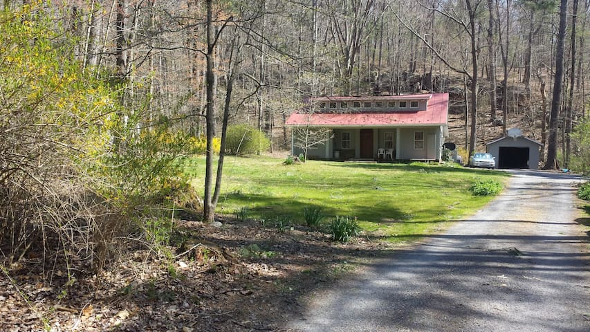 Historic Old Hunting Lodge/Cabin Near Nat'l Forest - Hinton - House