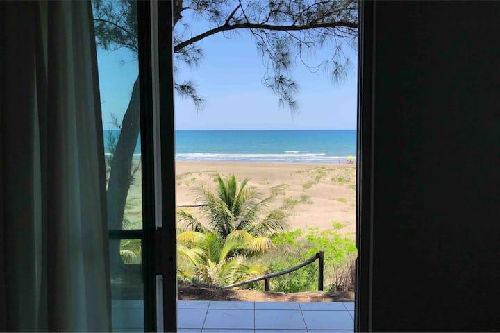 Búngalo con terraza y vista al mar Playa La Mancha