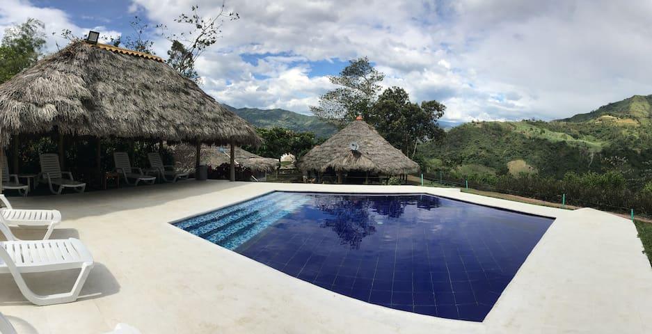 Dos casas con piscina privada para 8- 12 personas. - Villeta