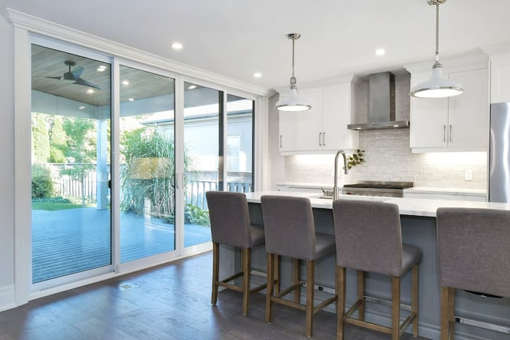 Renovated Luxury Property In The Heart Of Old Town