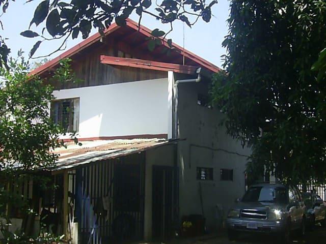 Posada de Montaña + Amigos 4x4  AlajuelaMonteverde - Alajuela - Bed & Breakfast