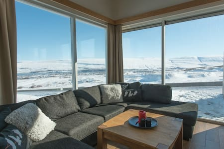 Beautiful Cottage With A Hot Tub - Akureyri - Casa