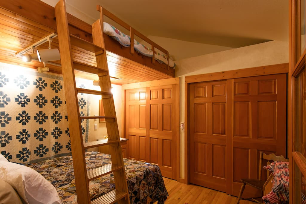 Queen bed downstairs, queen futon with memory foam and feather bed topper in the loft.