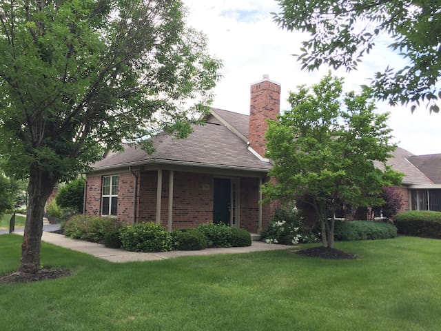 Furnished Condo near Polaris and Outlet Mall - Lewis Center - Kondominium
