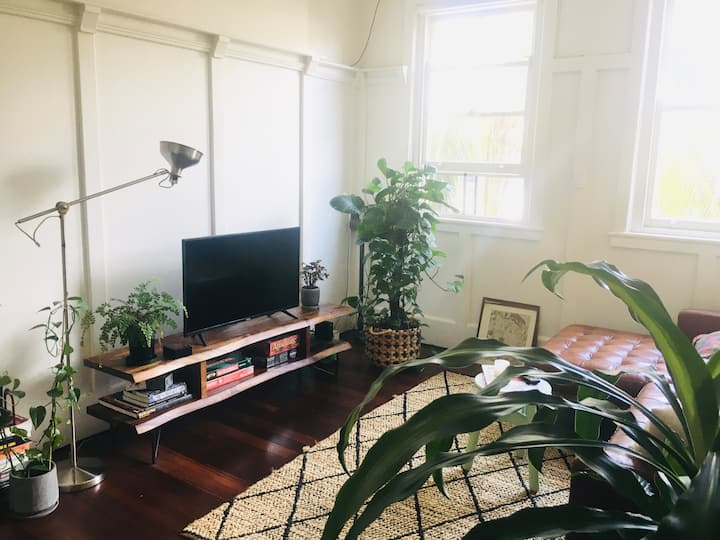 Furnished room in Sydney's sweet spot