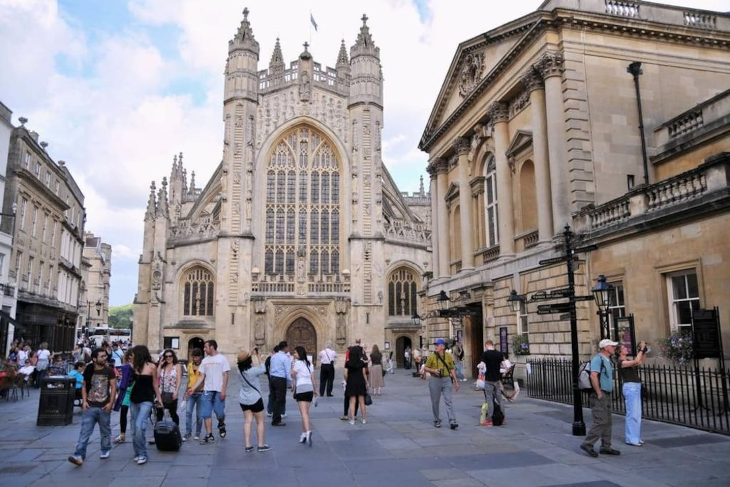 Less than a minute's walking distance to Bath Abbey and The Roman Baths.