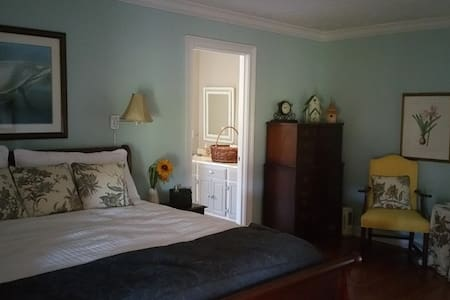 Lucy Belle King - Pembroke - Bed & Breakfast