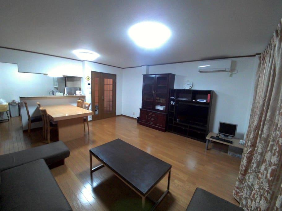 comiunication living room