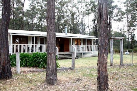 """""""Dandaloo Cottage"""" Hunter Valley - Lovedale - Hus"""