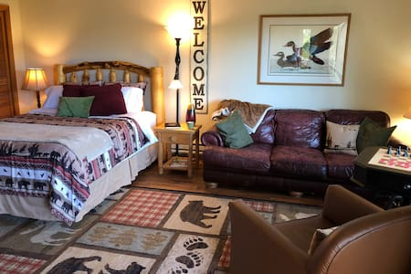 Elk Hill Retreat C - Private Studio Apt