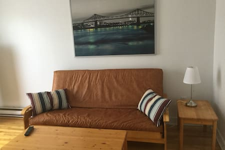 Centrally located 2 bedroom apartment! - Montréal - Apartament