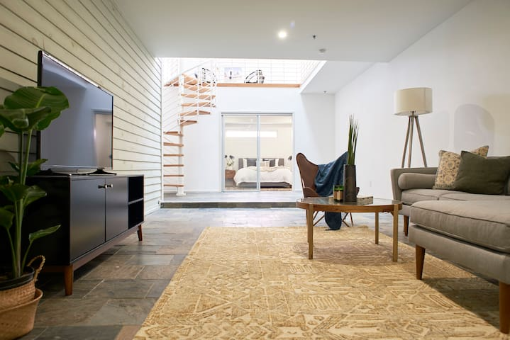 Sonder | Artist Lofts | Cozy 2BR + Pool