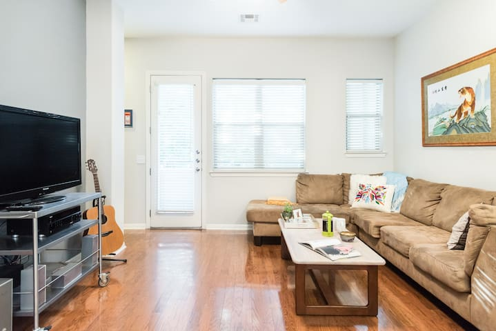 Peaceful Room in Townhouse near Barton Springs