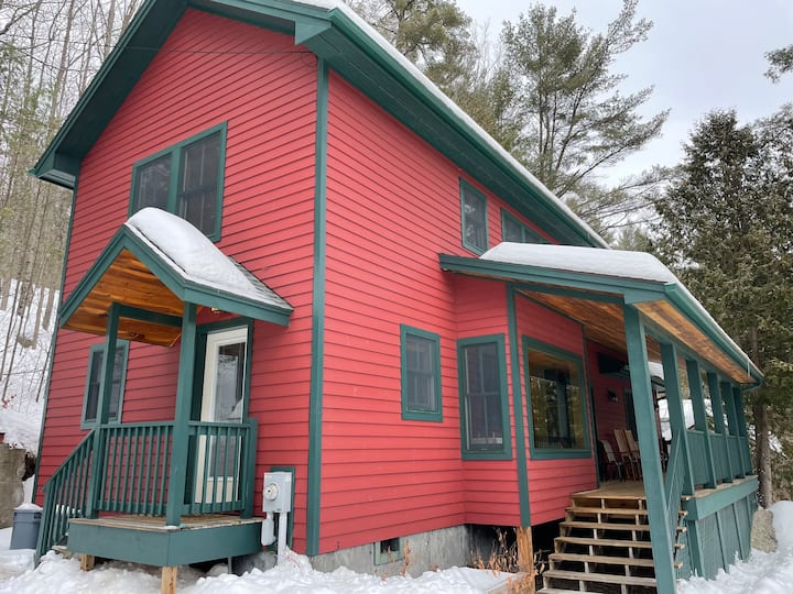 Riverfront Cottage - Close to Downtown and Skiing!