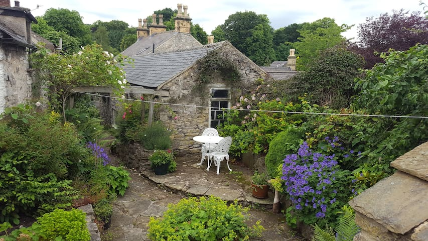 C18th Cottage in the Centre of the Peak District - Great Longstone, Bakewell - Talo