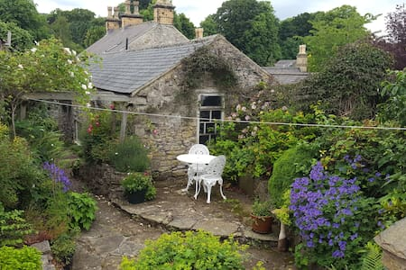 C18th Cottage in the Centre of the Peak District - Great Longstone, Bakewell