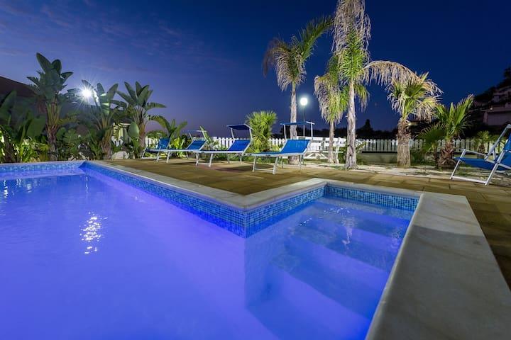 Villa con piscina due passi dal mare wifi OC